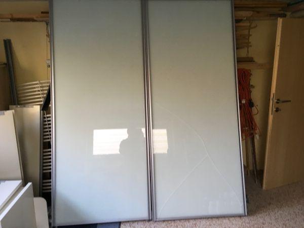 garderobe mit schiebet ren in wei hochglanz in dornbirn garderobe flur keller kaufen und. Black Bedroom Furniture Sets. Home Design Ideas