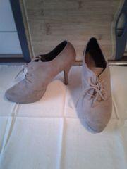 Diverse Schuhe abzugeben -