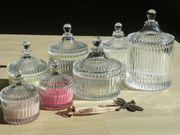 Sieben Glasschalen mit