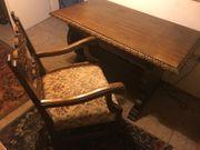 Antiker Schreibtisch mit Sessel