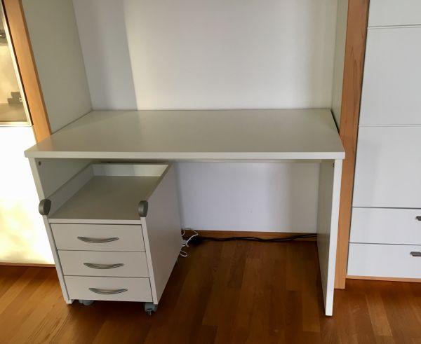 Weißer Schreibtisch mit Rollcontainer zu verkaufen gebraucht kaufen  81375 München