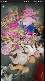 verschiedene Puppen Babys Barbies