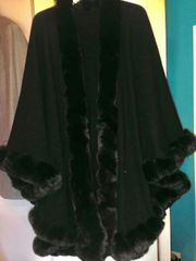 Caschmir Cape in schwarz universalgr