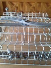Geschirrspülkorb mit Sprüharm oben