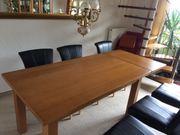 Schöner massiver Holztisch ausziehbar mit