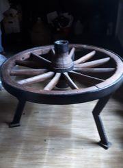 alter Holzwagenradtisch mit Glasplatte - Schmiedeeiserner