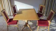 Esstische und Stühle (