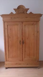 Antiker Kleiderschrank Massivholz